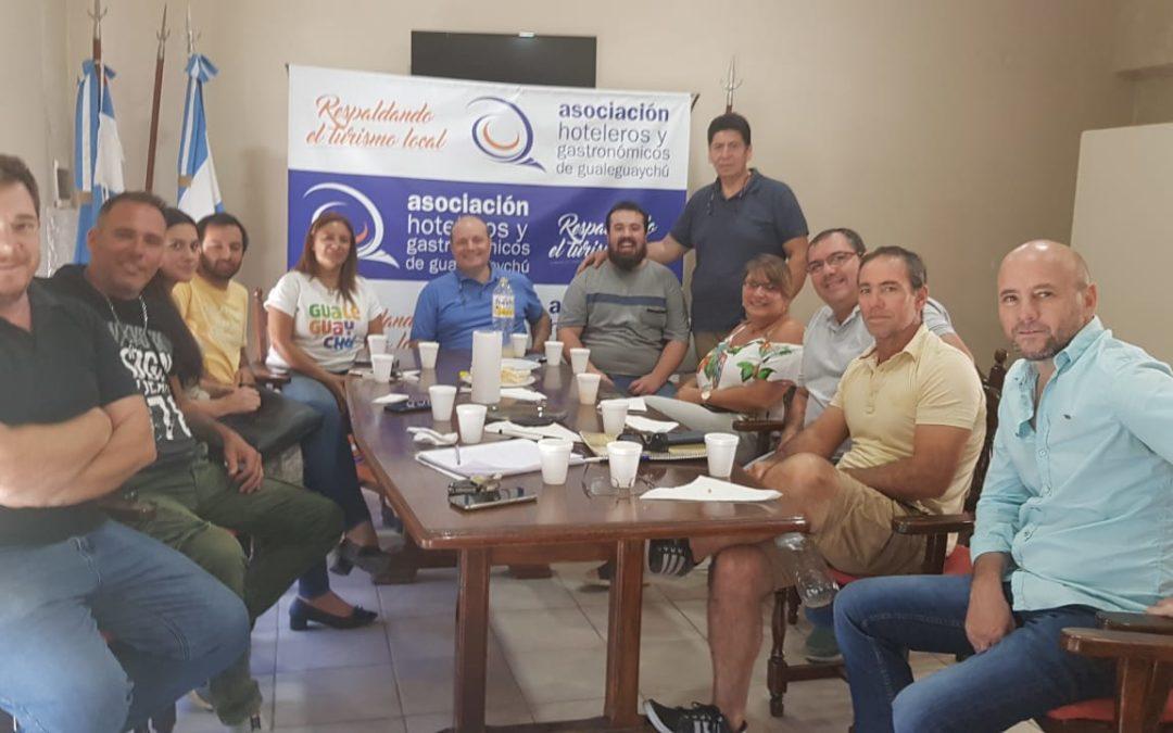 La Comisión Directiva de la Asociación de Hoteleros y Gastronómicos, se reunió con la Directora de Turismo, la Sra. Lucrecia Castro