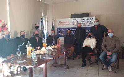 Reunión en la sede de los Hoteleros y Gastronómicos con el Estado municipal y provincial